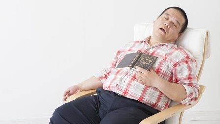 Что заставляет людей спать после плотного обеда