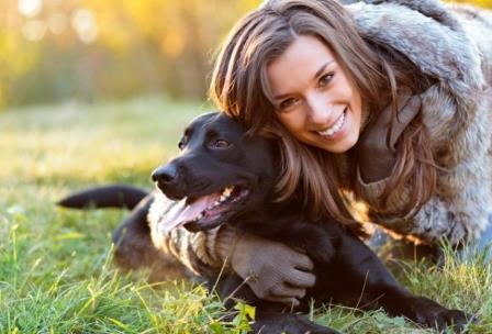 Одни и те же изменения в генах делают людей и собак сверхдоверчивыми