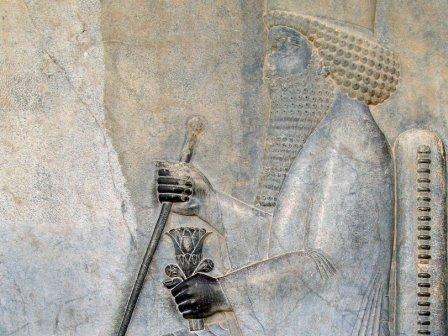 Фрагмент барельефа из Персеполиса с изображением Дария