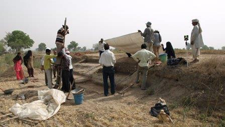 Ученые проводят раскопки на берегах высохшего озера Котла-Дахар