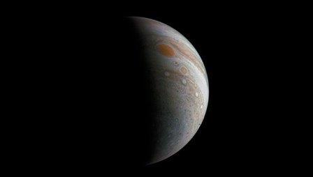 Великое пятно Юпитера, снятое зондом Juno. Архивное фото