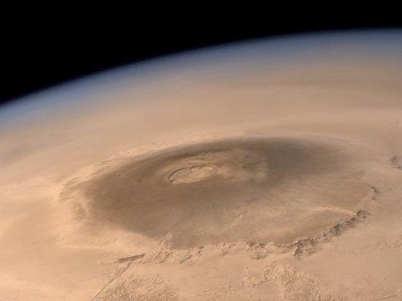 Олимп на Марсе, самый большой из известных на настоящий момент вулканов Солнечной системы