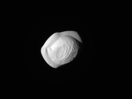 Cпутник Сатурна Пан
