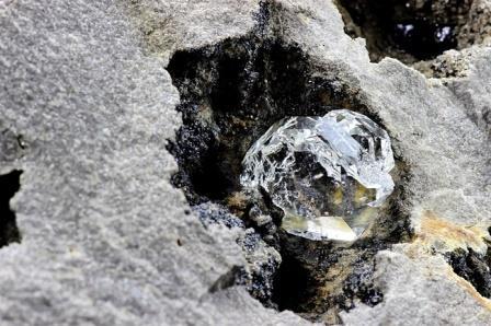 Физики создали прототип транзистора на искусственном алмазе
