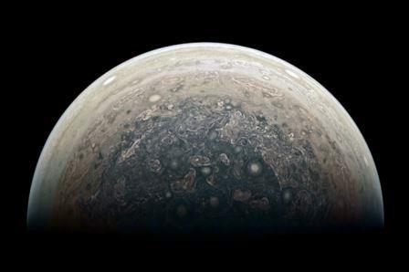 Вид на южный полюс Юпитера с космического аппарата «Юнона»
