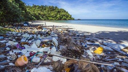 Мусор на пляже в Таиланде