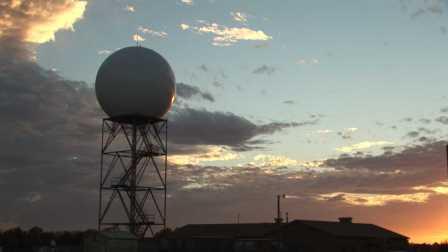 Доплеровский радары отправляют импульсы радиоволн для сканирования атмосферы