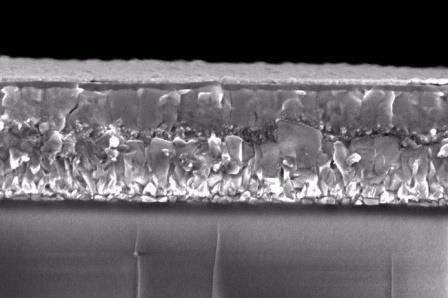 Снимок солнечной панели из тиоцианата меди, сделанный на сканирующий электронный микроскоп