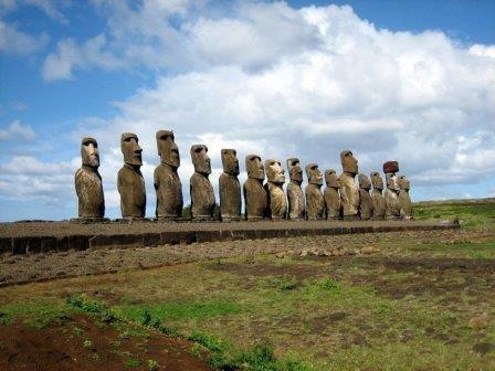 Аху Тонгарики на острове Пасхи. 15 статуй-моаи