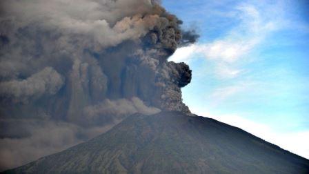 Вулкан Агунг 26 ноября.