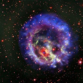 Нейтронная звезда 1E 0102.2-7219 посреди остатков сверхновой в рентгеновском спектре  © NASA