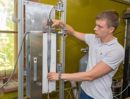 Установка, которую собрал ученый для синтеза наноуглеродного цемента © Пресс-служба СПбПУ