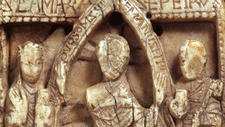 Дощечка со сценой из Библии, выточенная из викингской моржовой кости © Museum of Archaeology and Anthropology, University of Cambridge