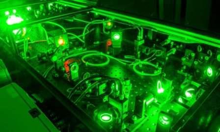 Один из лазеров в Лаборатории экстремального света в Университете Небраски-Линкольн, где недавний эксперимент ускорил электроны до скорости света ©University of Nebraska-Lincoln