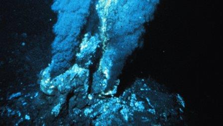 Черный курильщик на Срединном Атлантическом хребте © OAR/National Undersea Research Program (NURP); NOAA