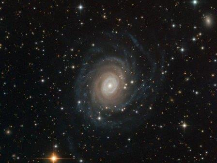 Снимок спиральной галактики NGC 6902, сделанный телескопом Ганимед© ESO