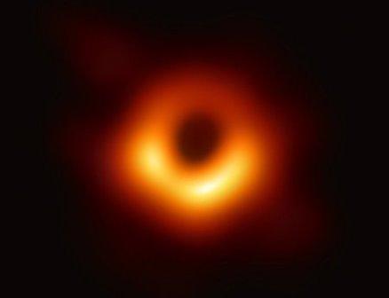 Черная дыра в галактике Мессье 87. Это первое в истории фото черной дыры© Event Horizon Telescope Collaboration/National Science Foundation