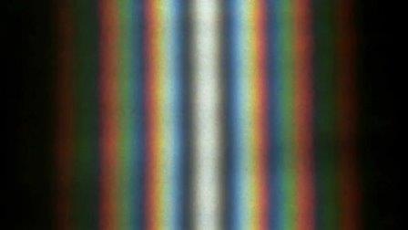 Двухщелевая дифракционная картина, создаваемая солнечным светом© Александр Бердников (Wikimedia Commons)