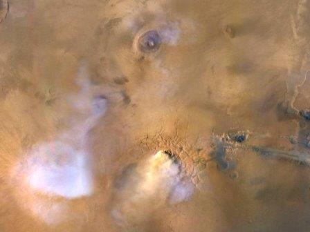 В атмосфере Марса замечены долгоживущие «пылевые башни»