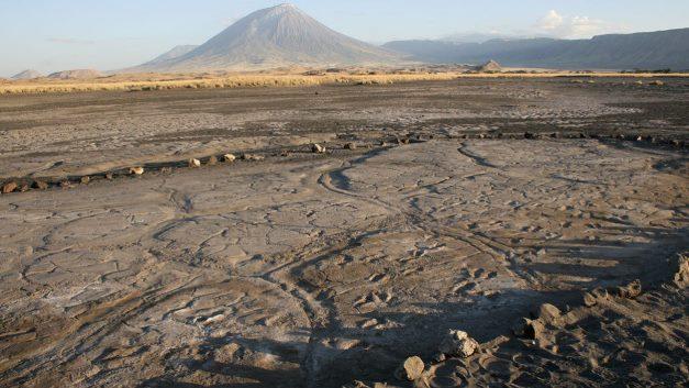 Это вулкан в Восточной Африке называется Ол Дойно Ленгаи