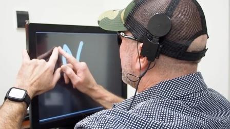 Новый имплантат поможет вернуть слепым способность читать