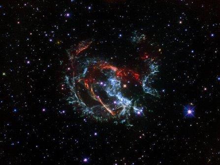 Остаток сверхновой звезды 1E 0102.2-7219 в Малом Магеллановом Облаке © NASA, ESA, and J. Banovetz and D. Milisavljevic (Purdue University)